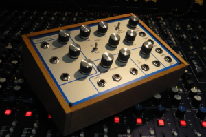 Universal Active Filter - Exclusively Analogue
